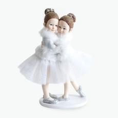 Ballerina jenter som klemmer