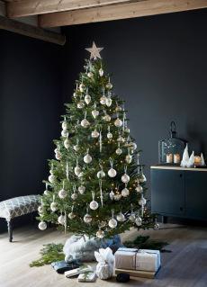 Juletre 185 cm med hvit/sølv julepynt og lyslenke